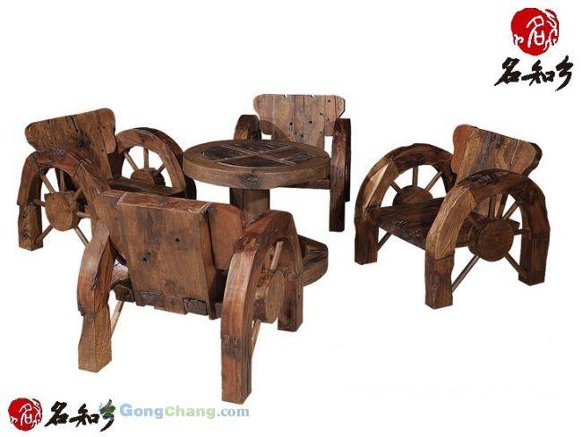 古船木方茶桌五件套07产品介绍: 材质上主要包括柚木、楸木、菠萝格、铁力木等老船木,而这些木材在制成家具之前,已经在渔船上经历了数十年甚至上百年的日晒和浸泡,木质都十分优良。正因如此,老船木家具本身就具有很好的质地,并有防腐、防晒、耐潮、耐磨等优点。这些已经有上百年历史的船木,历经光阴的磨砺,日晒,雨淋,海水浸泡。无论是纹理还是钉孔都独一无二,加工后的船木家具,永不变形,极具历史沧桑感,很受一些有独特品味的人士喜爱。所有家具类产品均采用传统的榫卯结构工艺,结实耐用.